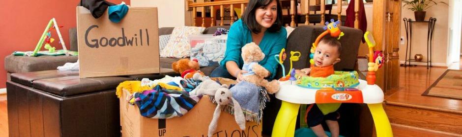 Hispanic Family Donates to Goodwill